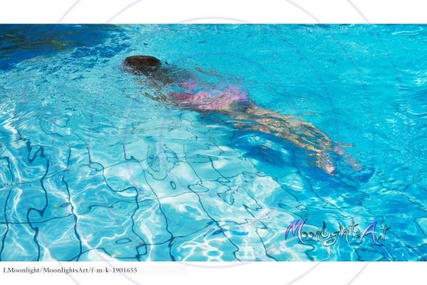 Kind - Freizeit - tauchen - Pool - schwimmen