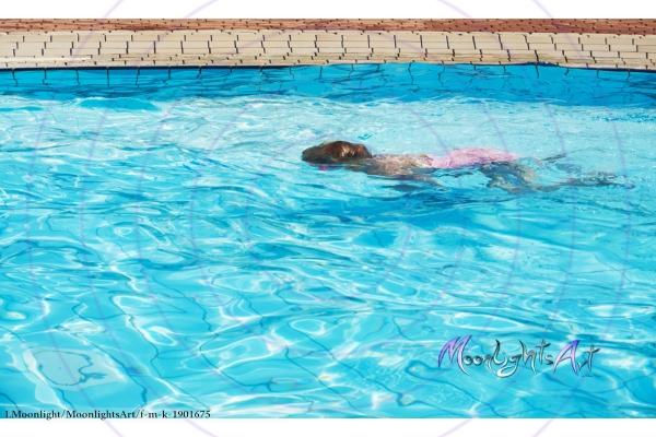 Kind - Freizeit - tauchen - Pool - schwimmen - Mädchen